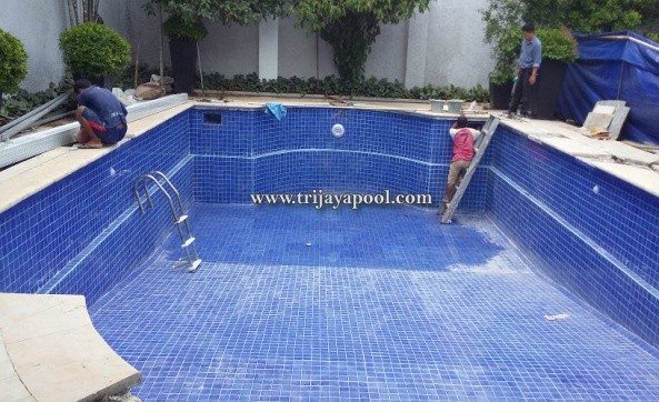 proses pembuatan kolam renang