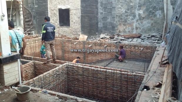 Bikin Kolam Renang Rumah Bapak Karjono, Villa Bougenvile